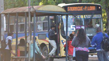 El presidente del Centro de Empresarios del Transporte del Área Metropolitana (Cetrapam), César Ruiz Díaz, cuestionó el silencio del Gobierno en cuanto al costo del pasaje.