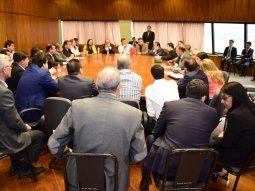 El vicepresidente de la República, Hugo Velázquez, participó de la reunión con las bancadas de la ANR en la Cámara de Diputados, donde se debatió sobre la reforma tributaria.