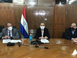 Los ministros de Industria y Comercio y del Exterior, Liz Cramer (centro) y Antonio Rivas (der), respectivamente, informaron sobre la objeción al proyecto a través de una teleconferencia.