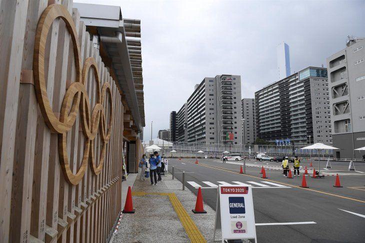 La Villa Olímpica de los atletas de Tokio 2020 abrió sus puertas este martes sin actos ni la presencia de medios en medio del repunte de contagios de Covid-19 en la ciudad.