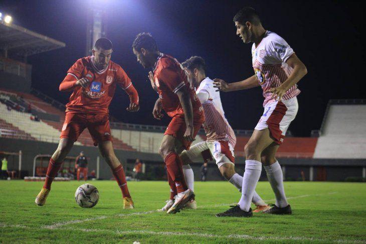3 de Febrero y San Lorenzo empataron.
