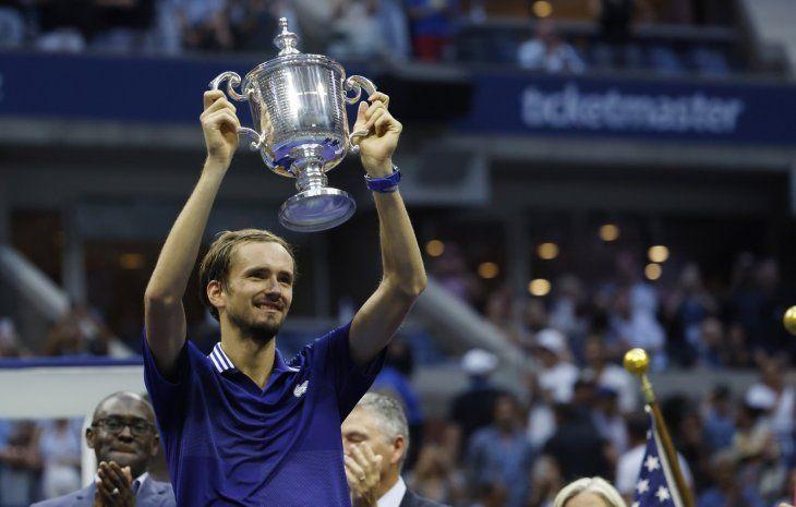 Superior. El tenista ruso Daniil Medvedev sometió al número 1 del mundo Novak Djokovic