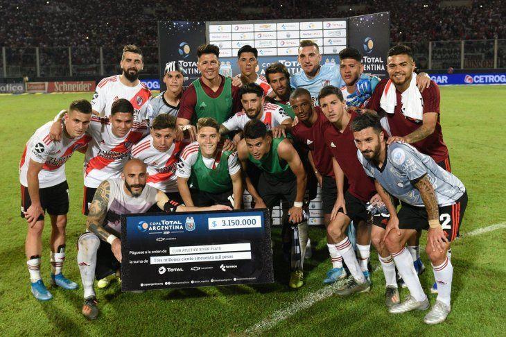 Jugadores de River Plate esperan coronarse nuevamente en la Copa Argentina.