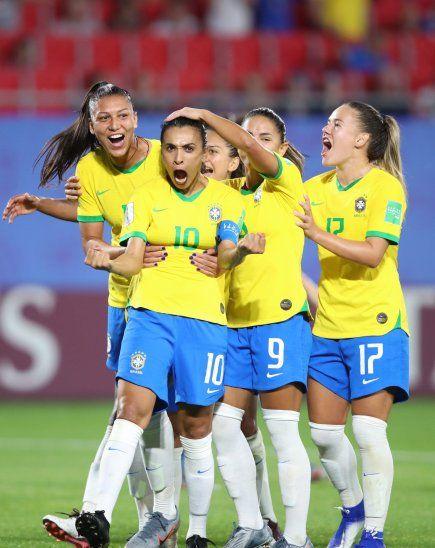 Marta hace historia y Brasil acompañará a Italia y Australia en octavos