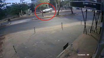 La camioneta conducida por Florencia Romero perdió el control, embistió contra la parada de bus e impactó contra Natalia Godoy, causándole la muerte.