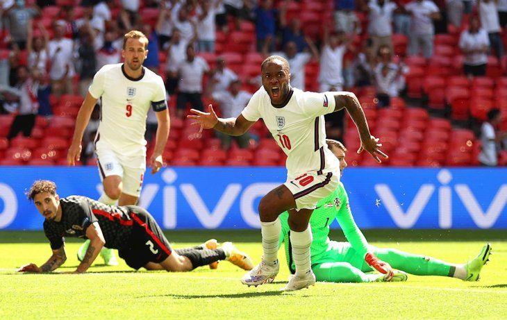 Sterling le dio el triunfo a Inglaterra.